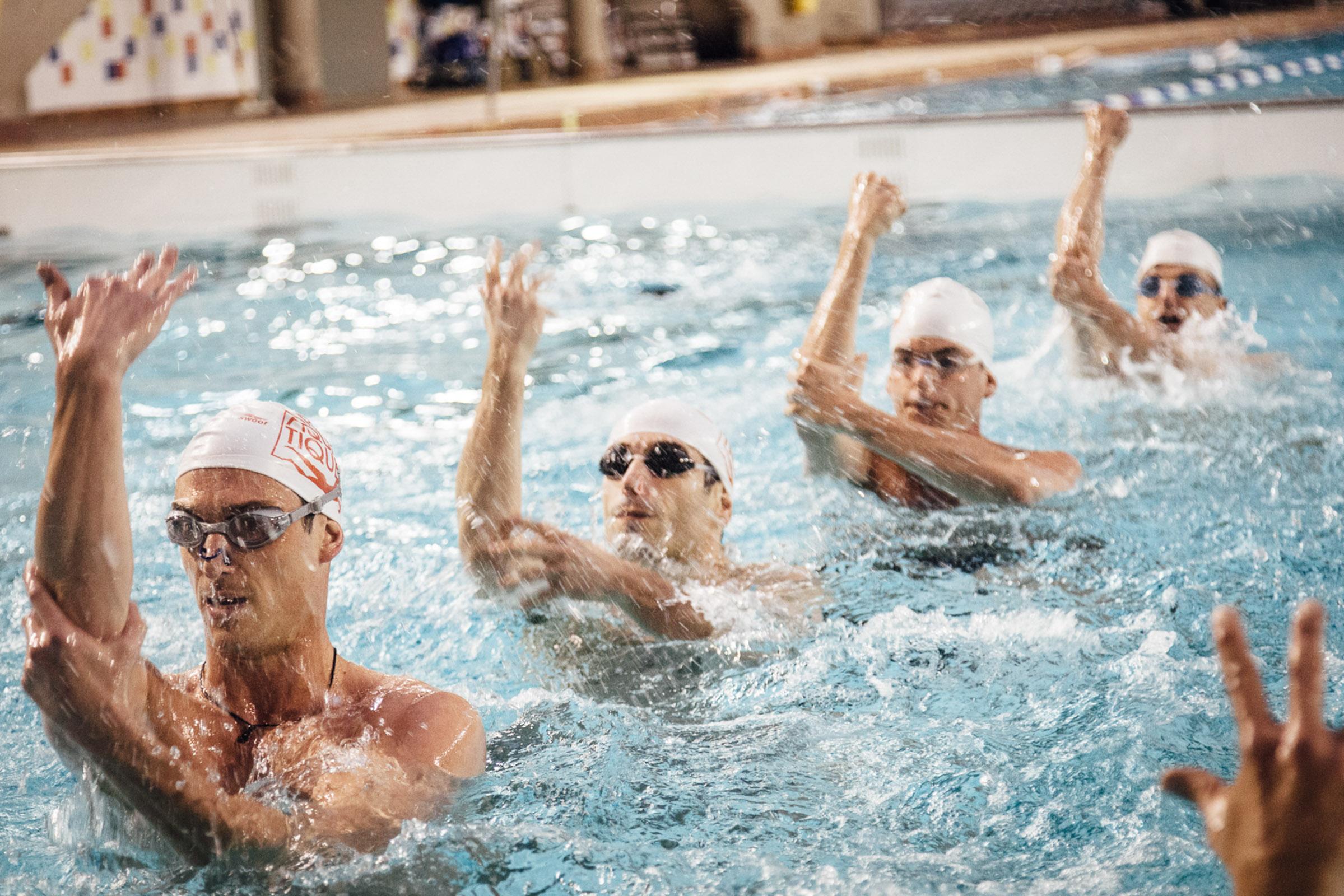 Paris, 29 avril 2013. Entrainement de l'équipe de natation synchronisée de l'équipe Paris aquatique.   Paris, 29th April 2013. Training of the Paris Aquatique men's synchronized swimming team.