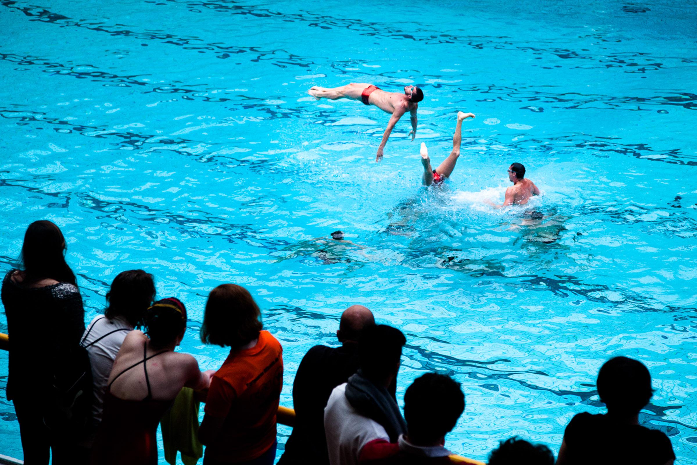 Paris, 18 Mai 2013. L'équipe du Paris aquatique lors du tournoi international de Paris.  Paris, May 18th 2013. Paris Aquatique Male synchronized swimming team during the international Paris Tournament.