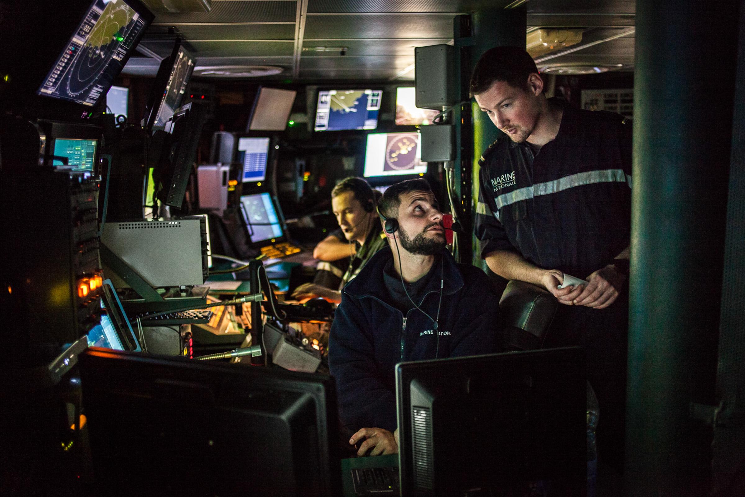 """Mer méditerrannée, 30.11.2015. Centre opérationnel de la frégate anti-aérienne le """"Jean bart""""."""