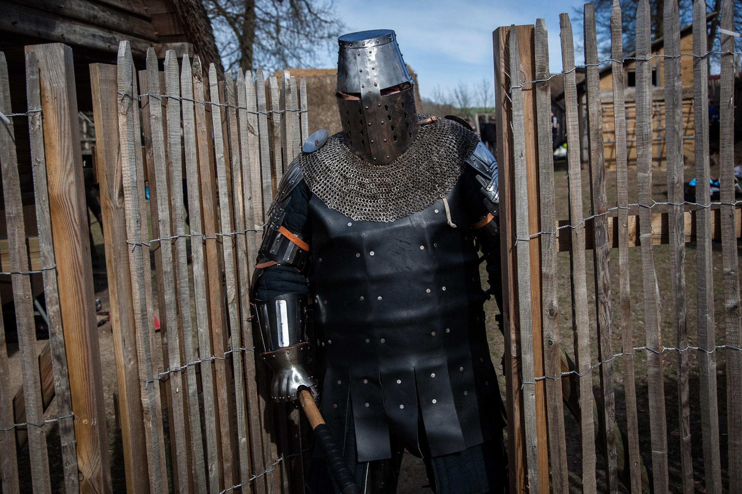 Chateau-Thierry, 7 Mars 2015. Un participant du tournoi de medieval full-contact.  Chateau-Thierry, March 7, 2015. A participant of a medieval full-contact  tournament.