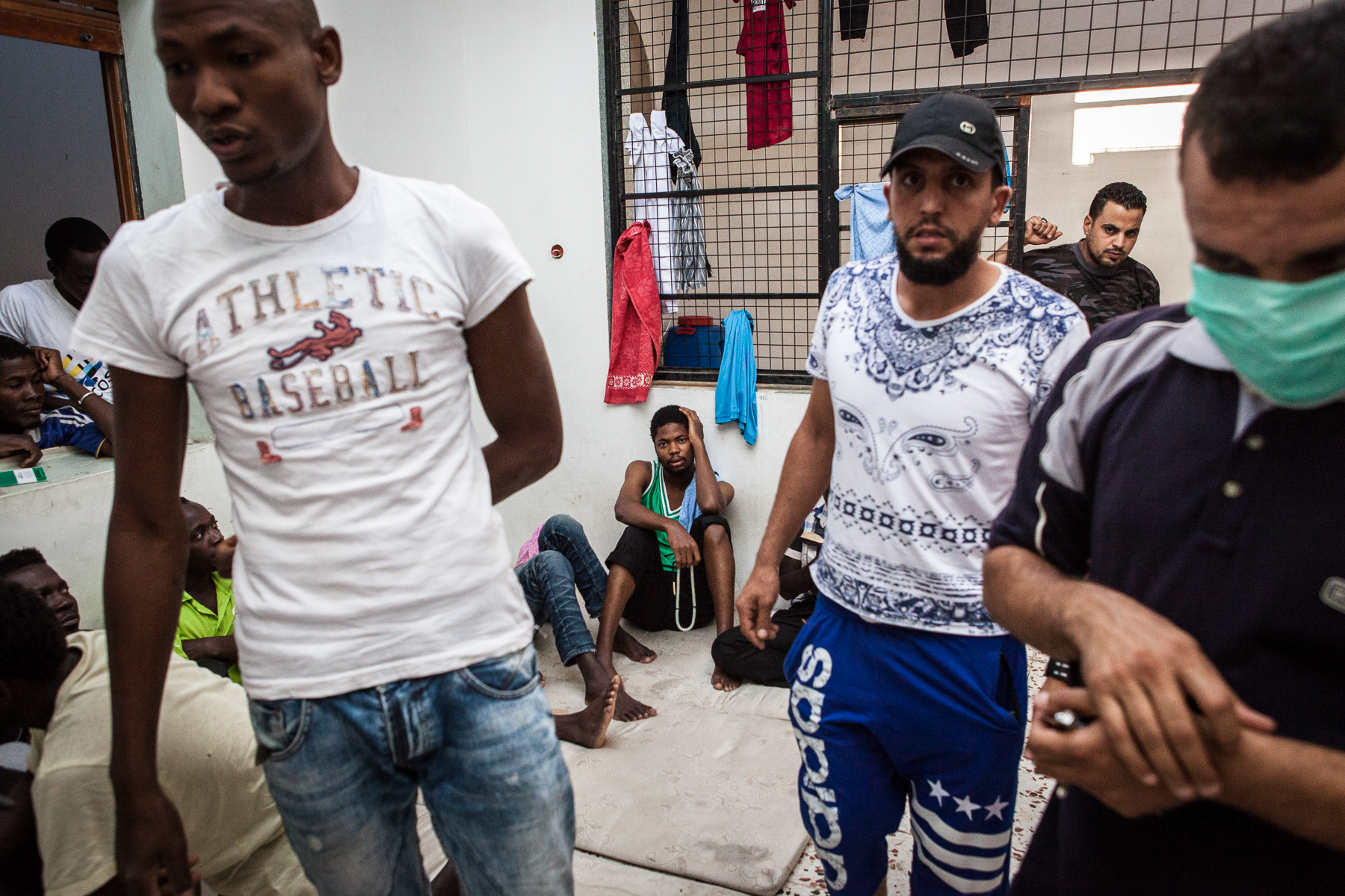 Tripoli, le 4 Juillet 2015. Centre de détention pour migrants illégaux à Abu Salim, dans la région de Tripoli. Le gouvernement de Fajr Libya, installé à Tripoli, est en recherche de reconnaissance de la part de la communauté internationale. Conscients que les conditions de vie dans les camps sont difficiles, ils demandent de l'aide financière et logistique à l'occident pour réussir à gérer la migration illégale transitant par son territoire. En attendant, les migrants illégaux sont entassés dans des lieux insalubres, sans possibilité de sortir ni d'avoir suffisamment accès aux soins.  Tripoli, 4th of July 2015. Detention camp for illegal migrants in garabuli, next to tripoli. Fajr Libya government (dawn of libya) is seeking for international recognition. They say they need an international aid (logistics and financial) to improve the difficult life conditions in these detention centers as well as the management of illegal migration in their country. These migrants have almost no access to doctors and live