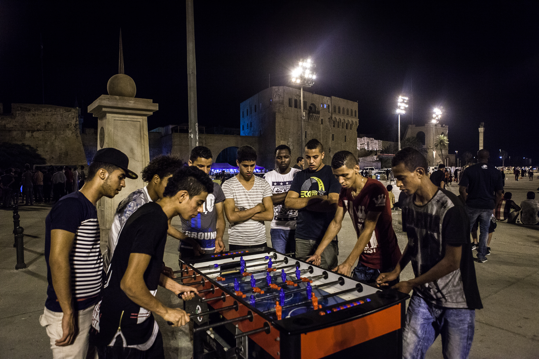 Tripoli, le 9 Juillet 2015. Peu après la rupture du jeûne du ramadan, familles et groupes de jeunes  se retrouvent place des martyrs de Tripoli dans une ambiance bon enfant.   Tripoli, July 9, 2015. Soon after breaking the fast of Ramadan, families and youth groups meet at Martyrs Square in Tripoli in a friendly atmosphere.