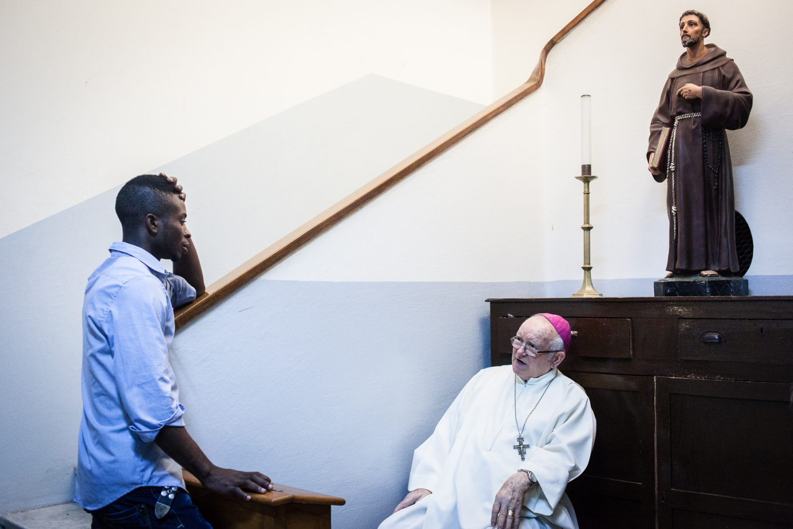Tripoli, le 12 Juillet 2015. Le Vicaire apostolique de tripoli Mgr. Giovanni Martinelli, 73 ans, en poste depuis 1973 dans la paroisse de St François. Il constate une forte de baisse de la fréquentation de son église et du nombre de catholique pratiquants dans la ville, ainsi qu'une baisse de la sécurité depuis la chute de Kadhafi.  Tripoli, July 12, 2015. The Apostolic Vicar of Tripoli Mgr. Giovanni Martinelli, 73, in office since 1973 in St Francis church. He observes a sharp drop in attendance in his church and the number of Catholic practitioners in the city  since the fall of Gaddafi.
