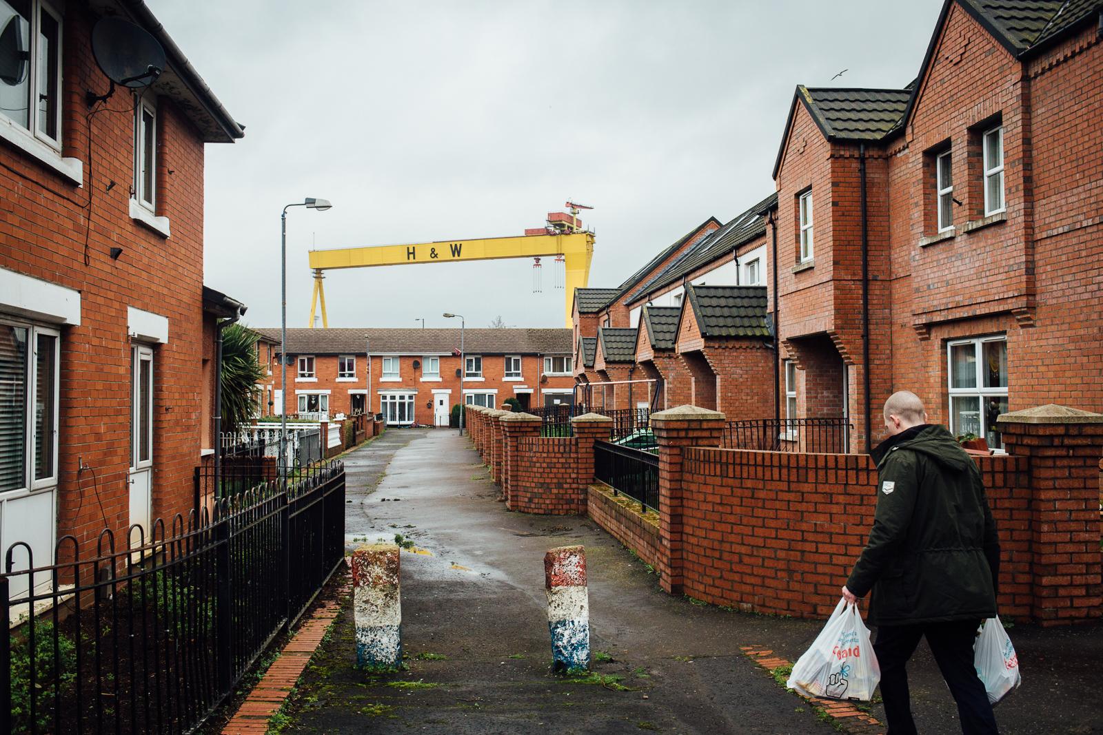 Belfast, le 25 février 2017. Dans le quartier populaire de Belfast Est, principalement loyaliste et protestant. La grue des chantiers navals de Harland and Wolff (H&W) est l'un des symboles de la ville.
