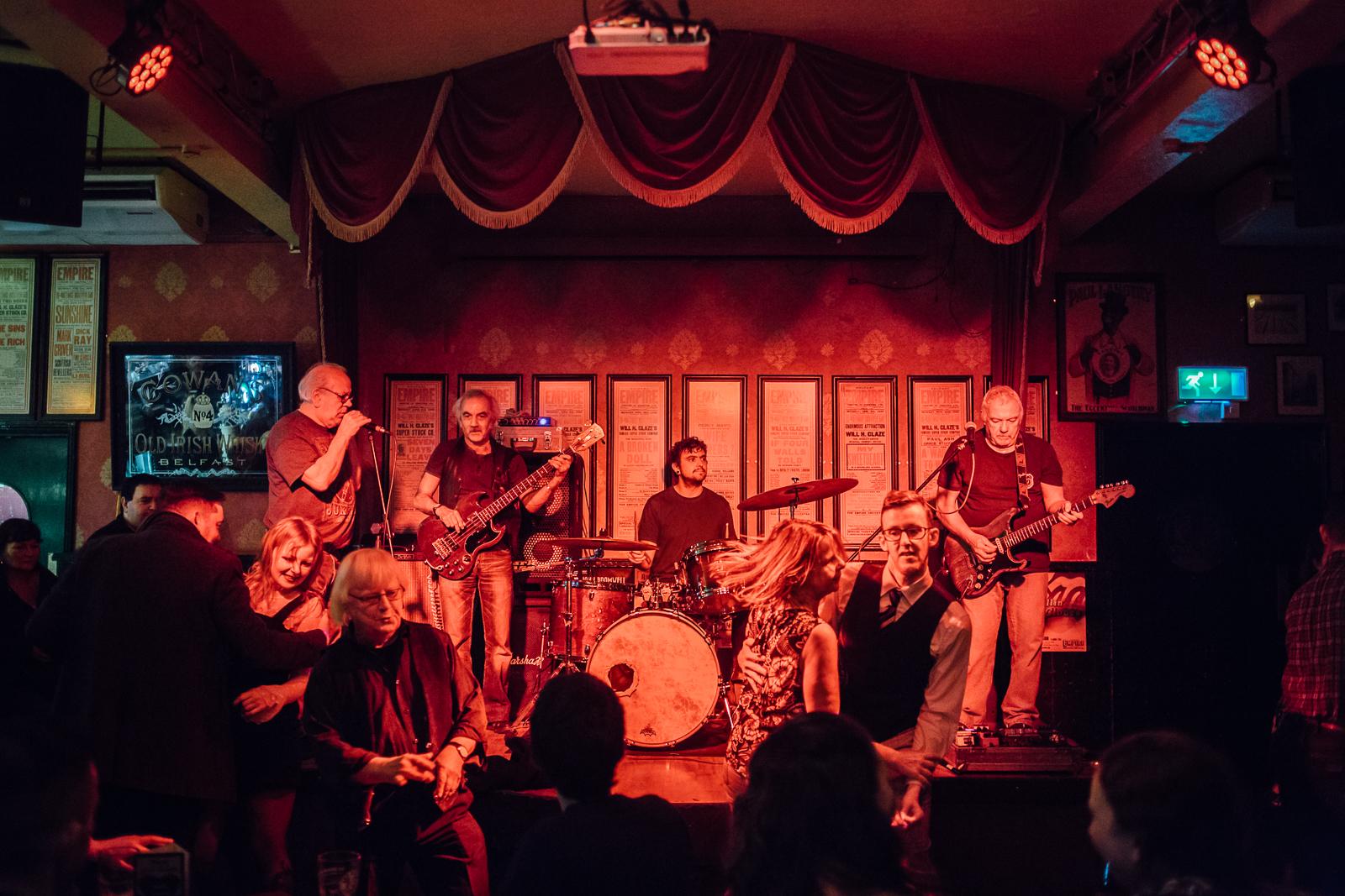 Belfast, le 3 Mars 2017. Concert dans un bar de nuit du quartier universitaire de Belfast.
